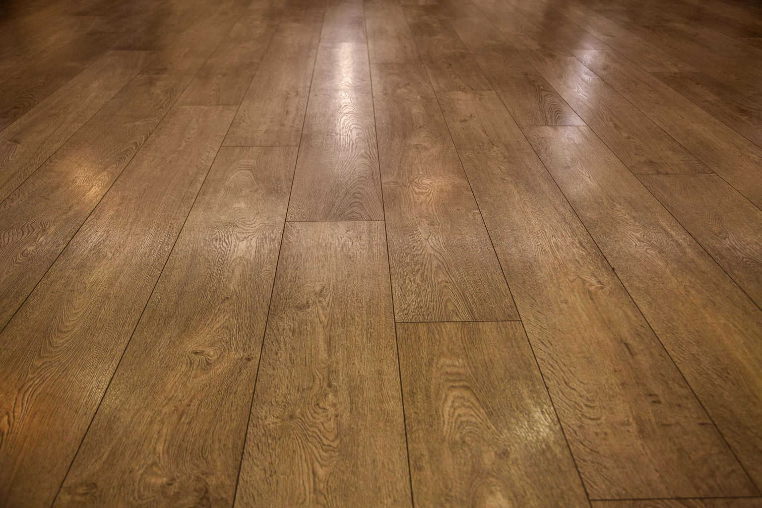 Bamboo vs hardwood flooring a side by side comparison for Hardwood floors vs carpet