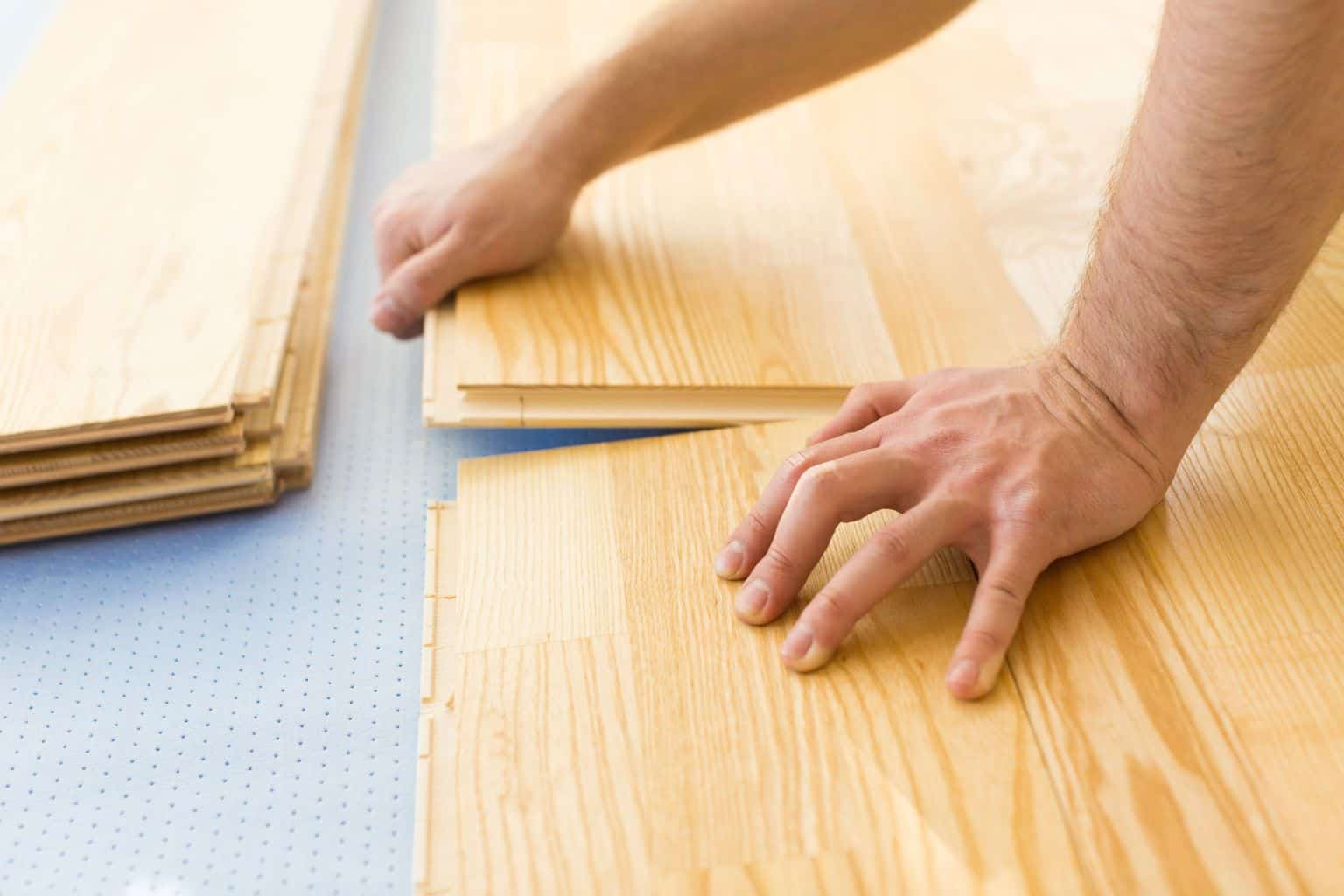 How to lay laminate wood floor 3 errors to avoid the for Laying laminate flooring