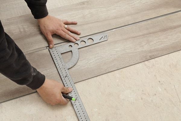 Best Way To Cut Vinyl Plank Flooring And What Tools To Use - Best tool for cutting vinyl plank flooring
